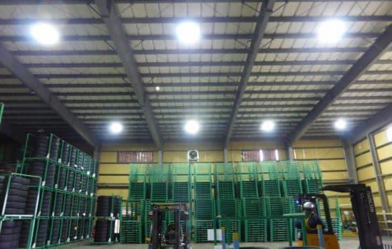 大型タイヤ倉庫